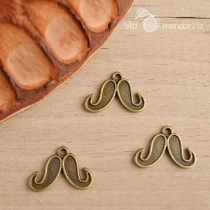 5 charms Bigote bronce 15x22mm